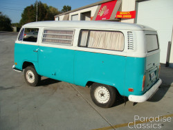 Bluegreen 1972 Volkswagen Bus